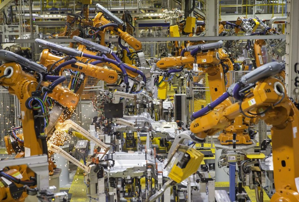 Industry-4.0-and-Manufacturing-Processes-e1533908951467